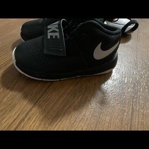 Toddler boy sz 7 Nike